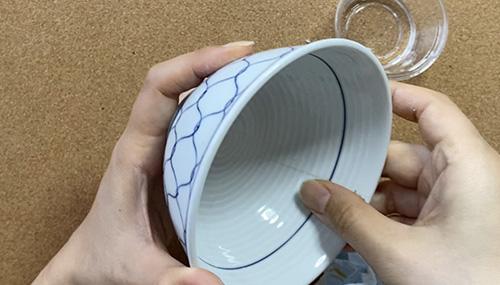 3.欠損した箇所や隙間をパテで埋める